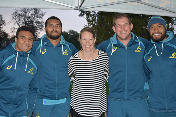 Melbourne Rugby Club Junior Coordinator Michelle Iezzi with Wallabies